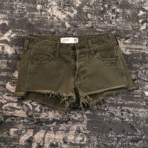 ✨Dark green distressed Abercrombie shorts ✨